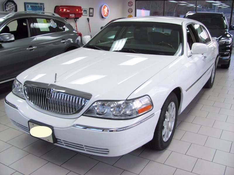 Lincoln Town Car Signature Limited 2011